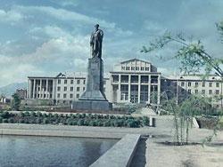 Памятник Рудаки, Душанбе